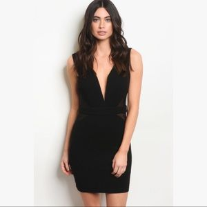 "Dresses & Skirts - Host Pick 🎉 ""Maura"" Sleek Little Black Dress"